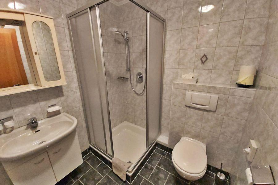 Bad Doppelzimmer ©Haus am Brunnen